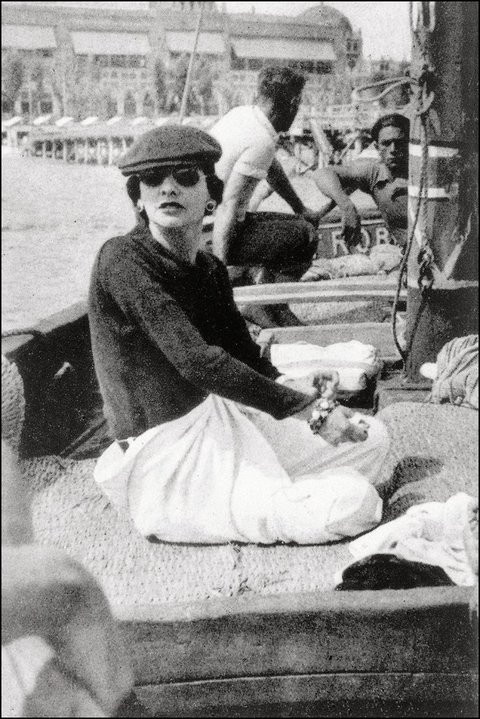 1936, Gabrielle Chanel on Roussy Sert´s yatch in front of the Lido of Venice Photo V.H. Grandpierre ©